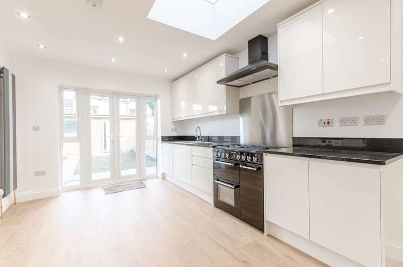 4 Bedrooms End Of Terrace House for sale in Royston Avenue, Chingford, E4