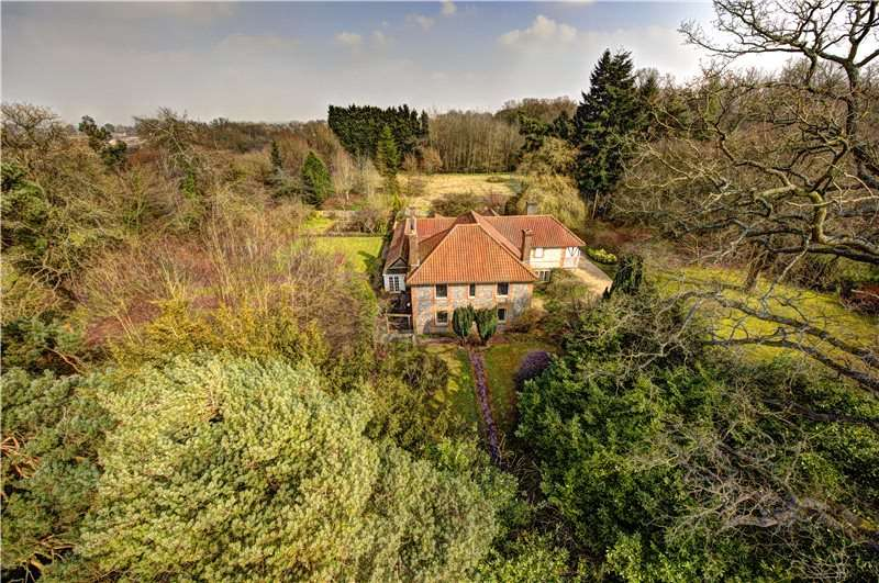 6 Bedrooms Detached House for sale in Wycombe Road, Prestwood, Great Missenden, Buckinghamshire, HP16