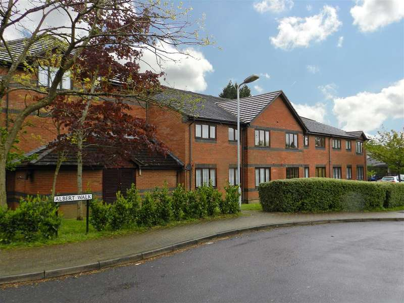 2 Bedrooms Flat for sale in Emerson Court, Albert Walk, Crowthorne