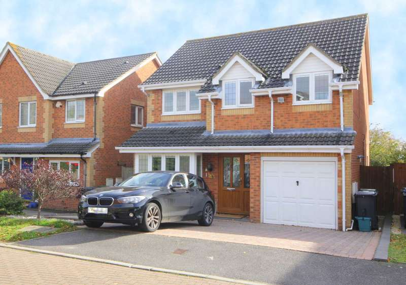4 Bedrooms Detached House for sale in LUXURIOUSLY REFURBISHED 4 BEDroom EXECUTIVE DETACHED home with NO UPPER CHAIN in HP1