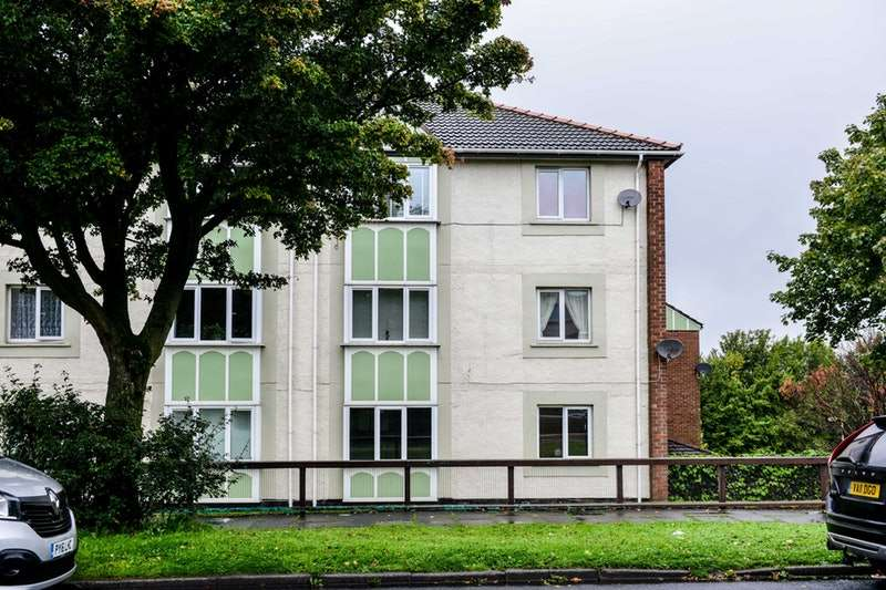 2 Bedrooms Flat for sale in Monthall Rise, Lancaster, Lancashire, LA1