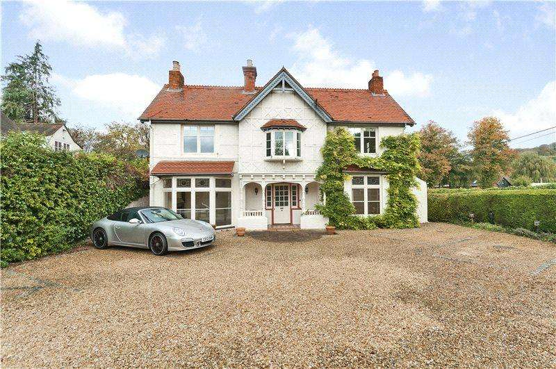 2 Bedrooms Flat for sale in Thamesmead House, Remenham Lane, Remenham, Henley-on-Thames, RG9
