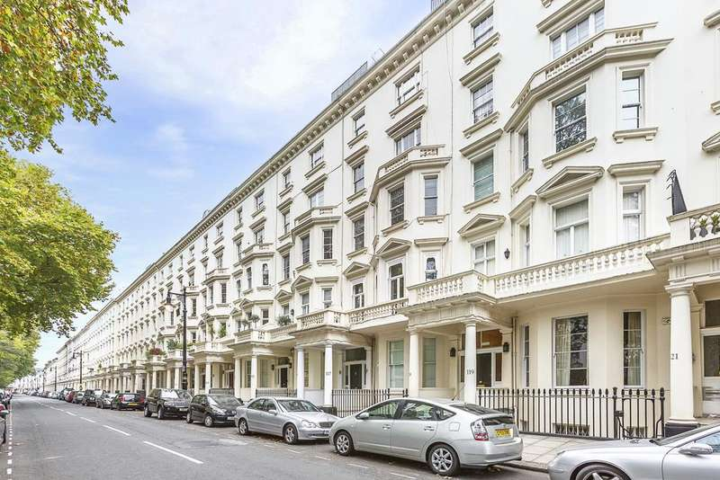 3 Bedrooms Flat for sale in St. Georges Square, London. SW1V