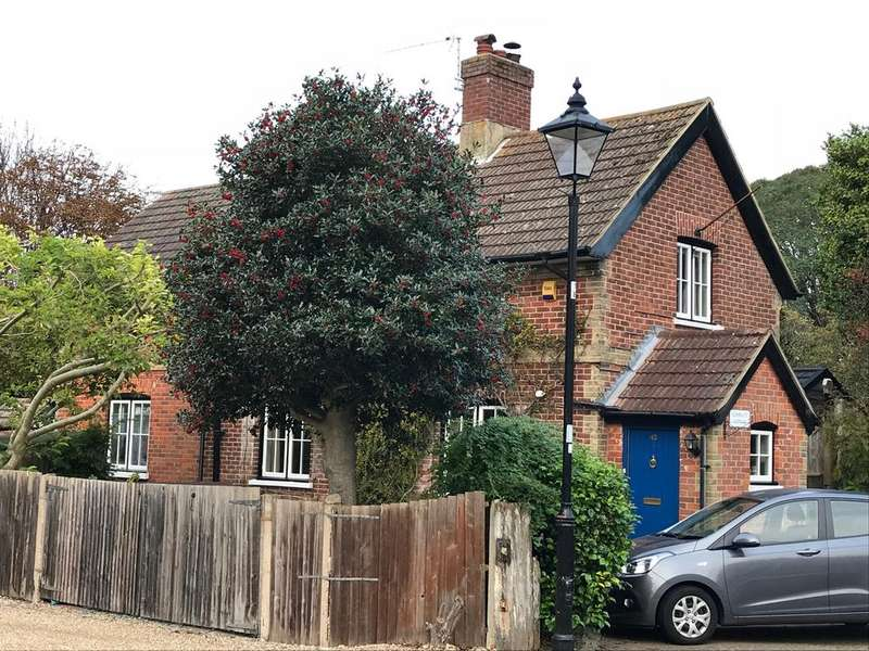 3 Bedrooms Detached House for sale in Crescent Road, Alverstoke, Gosport PO12