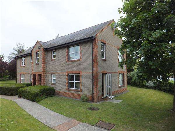 1 Bedroom Retirement Property for sale in Gordon Palmer Court, Brock Gardens, Reading