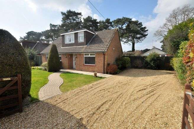4 Bedrooms Detached Bungalow for sale in Tricketts Lane, Ferndown
