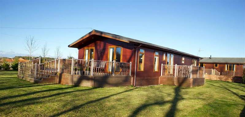 2 Bedrooms Detached Bungalow for sale in Neasham Road, Darlington