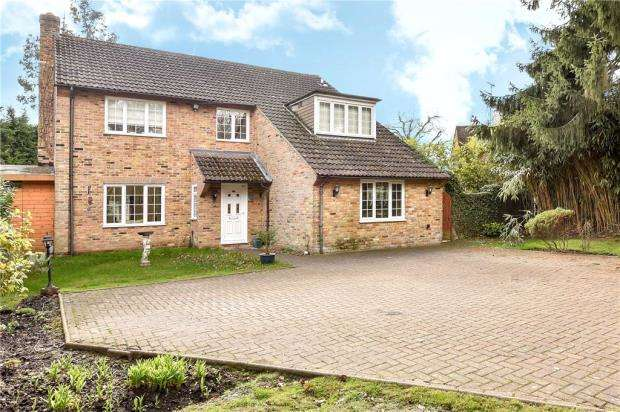 4 Bedrooms Detached House for sale in Guildford Road, Normandy, Guildford