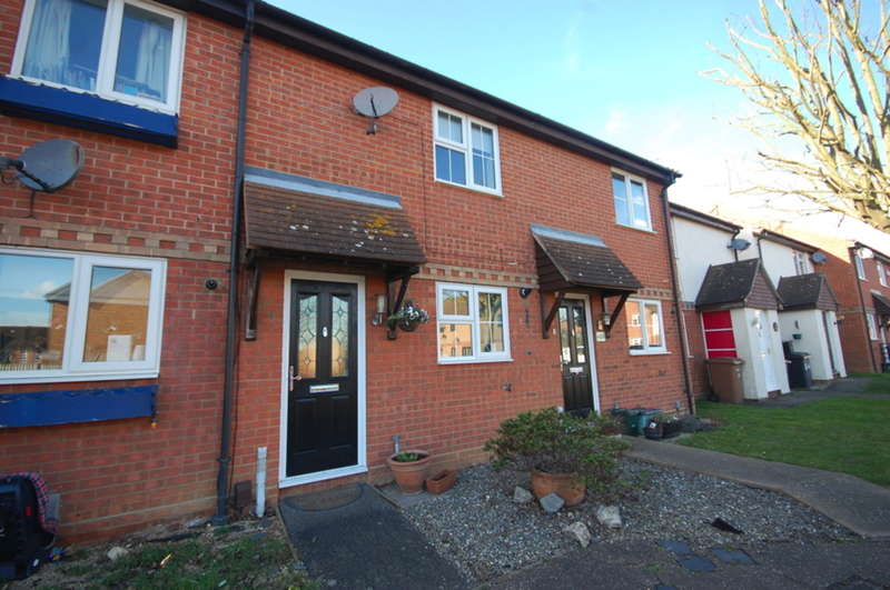 2 Bedrooms Terraced House for sale in Cusak Road, Chelmer Village, Chelmsford, CM2