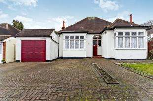 3 Bedrooms Bungalow for sale in Cheston Avenue, Shirley, Croydon, Surrey
