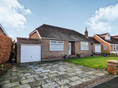2 Bedrooms Bungalow for sale in Willow Road, High Lane, Stockport, Greater Manchester