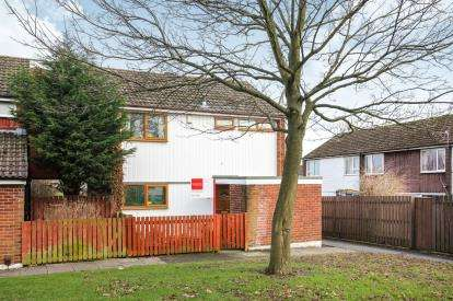 3 Bedrooms Semi Detached House for sale in Wessenden Bank, Offerton, Stockport, Cheshire