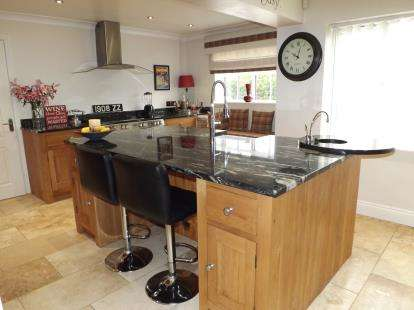 4 Bedrooms Detached House for sale in Urlay Nook Road, Eaglescliffe, Stockton-On-Tees