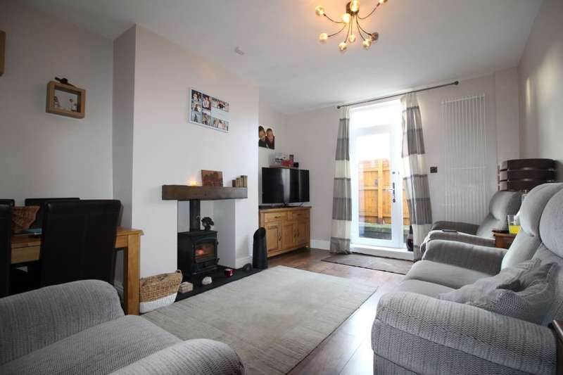 3 Bedrooms Terraced House for sale in Eastwood Terrace, Ossett, WF5