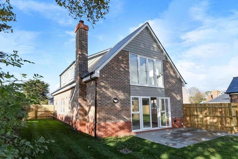 4 Bedrooms Detached House for sale in Austen Gardens, Bound Lane, Hayling Island, PO11