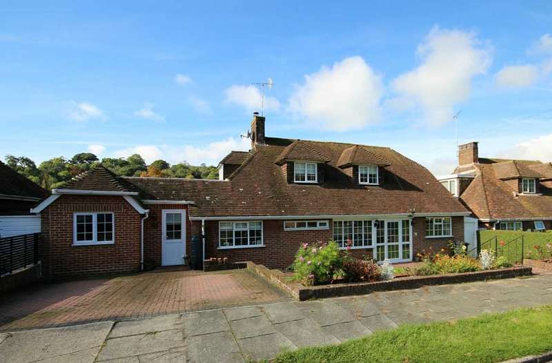 4 Bedrooms Detached House for sale in Court Close, Brighton