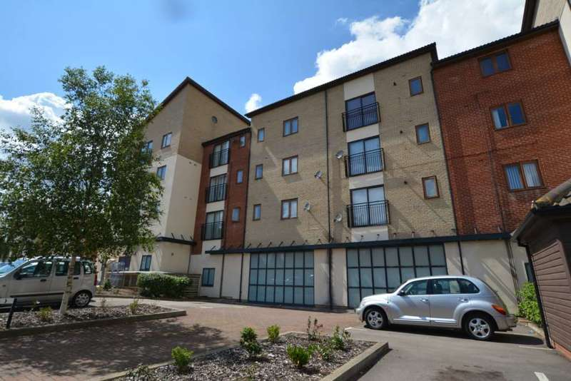 3 Bedrooms Flat for rent in Broughton
