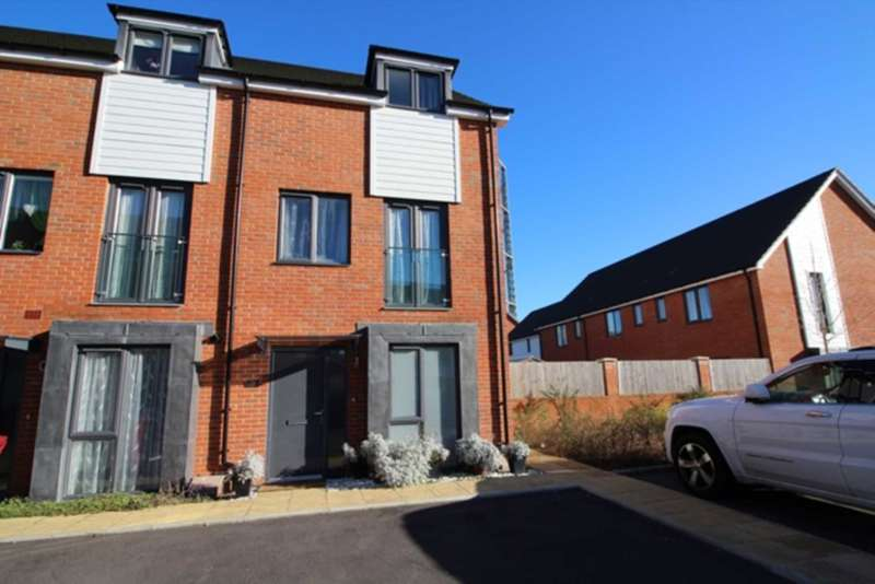 4 Bedrooms Town House for sale in Alexander Turner Close, Reading