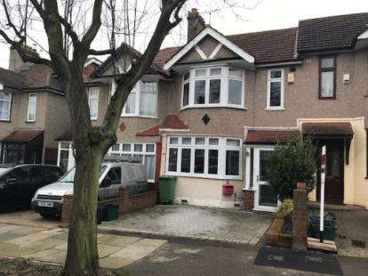 3 Bedrooms Terraced House for sale in Woodford Green, Essex