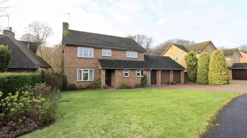 4 Bedrooms Detached House for sale in Manor Close, Prestwood HP16