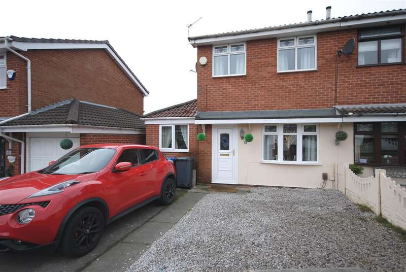 2 Bedrooms Semi Detached House for sale in Trecastell Close, Whelley, Wigan