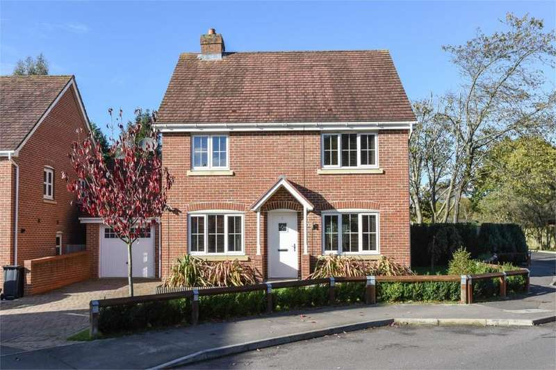 4 Bedrooms Detached House for sale in Lapwing Way, Four Marks, Alton