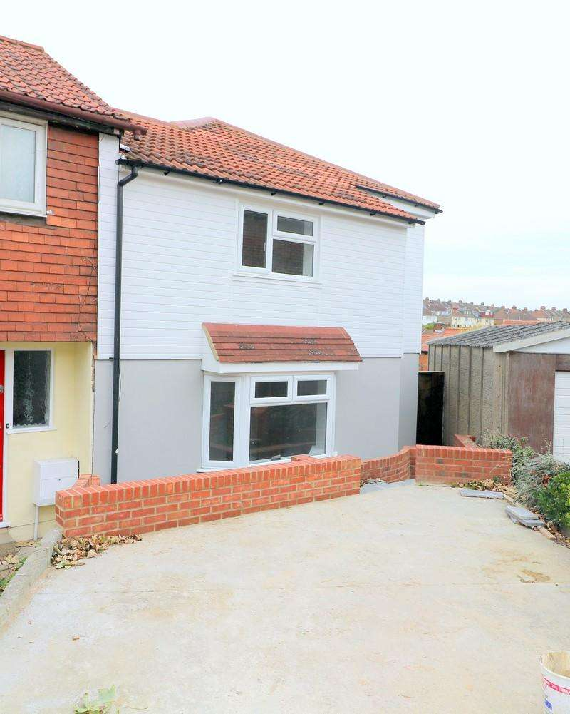 3 Bedrooms Semi Detached House for sale in Carton Close, Rochester ME1