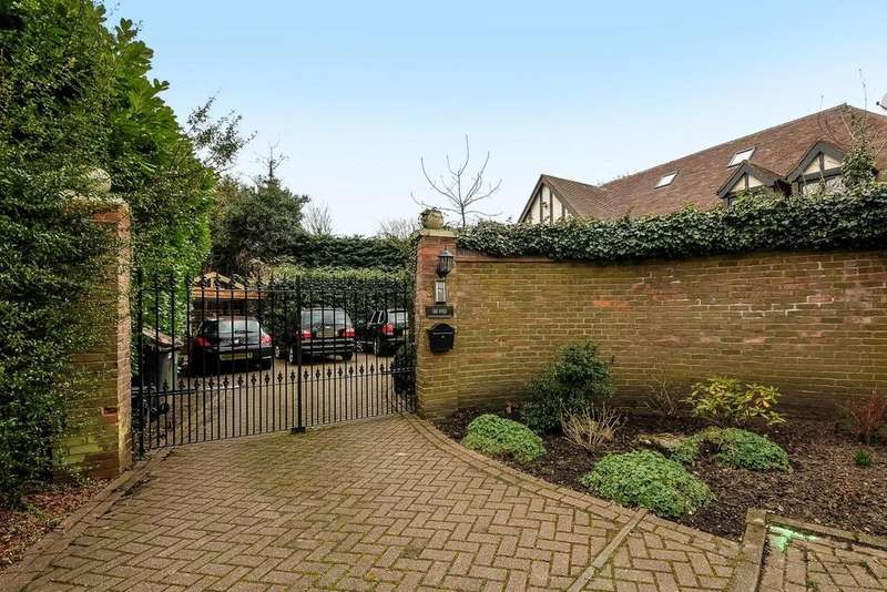 5 Bedrooms Detached House for sale in Berryfield Close, Bickley