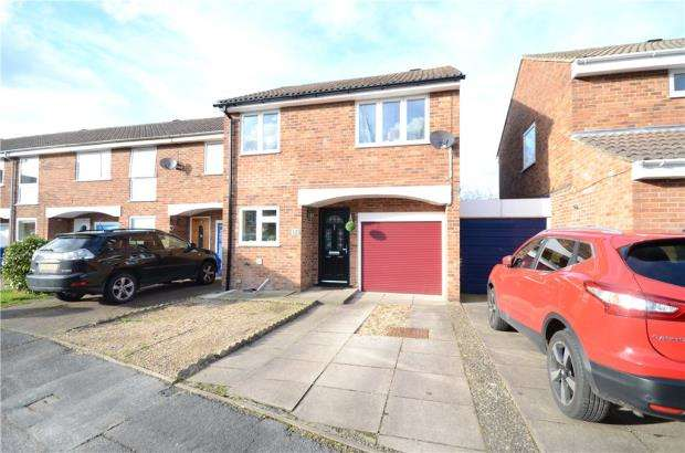 4 Bedrooms Terraced House for sale in Upton Close, Farnborough, Hampshire