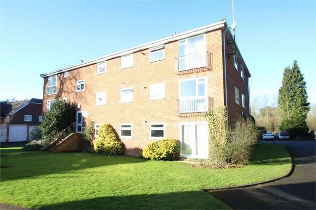 2 Bedrooms Flat for sale in Manville Court, Horsham Road, Shalford, GUILDFORD, Surrey