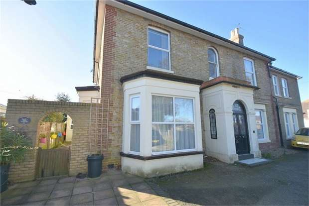 2 Bedrooms Flat for sale in Salts Drive, Broadstairs, Kent