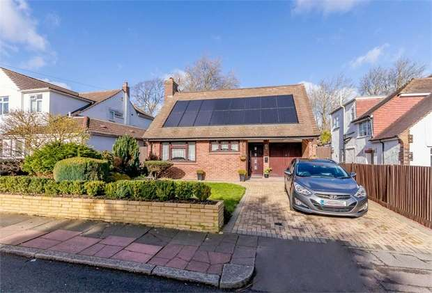 3 Bedrooms Detached House for sale in Whitehall Road, Bromley, Kent