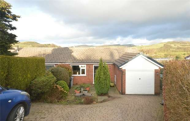 3 Bedrooms Semi Detached House for sale in Gleave Avenue, Bollington, Macclesfield, Cheshire