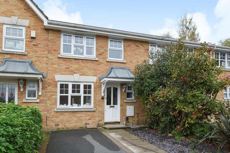 3 Bedrooms Terraced House for sale in Farrier Close, Bromley