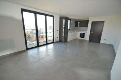 1 Bedroom Flat for sale in 6 Parkway, Chelmsford, Essex