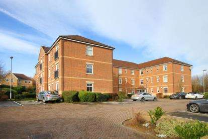 2 Bedrooms Flat for sale in Oxclose Park Gardens, Halfway, Sheffield, South Yorkshire