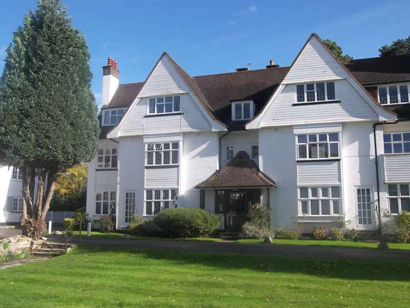 2 Bedrooms Flat for rent in Ditton Close, Thames Ditton