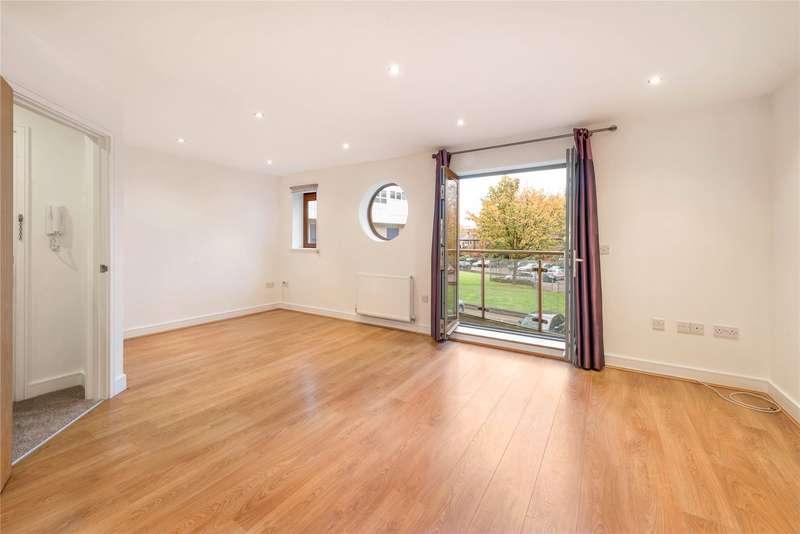 1 Bedroom Flat for sale in Challis House, St. James Grove, Battersea, London, SW11