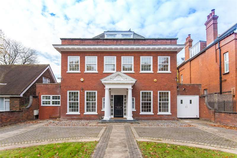 4 Bedrooms Detached House for sale in The Drive, South Woodford, London