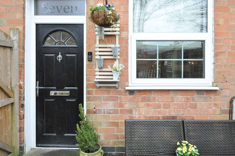 2 Bedrooms Terraced House for sale in Rose Cottages, Stirchley, Birmingham, B30