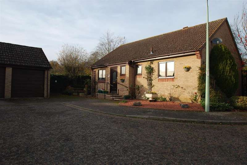 3 Bedrooms Detached Bungalow for sale in Pinners Way, Bury St. Edmunds