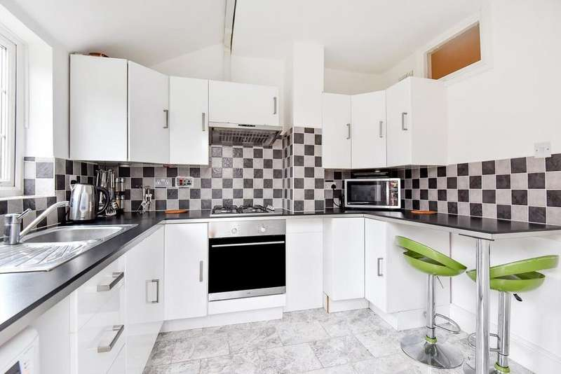 3 Bedrooms Terraced House for sale in Garden Avenue, Mitcham