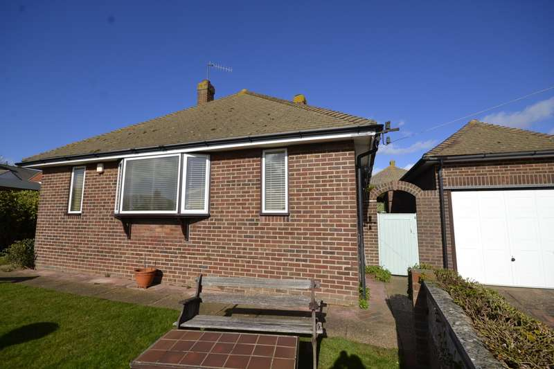 3 Bedrooms Detached Bungalow for sale in Glassenbury Drive, Bexhill On Sea, TN40