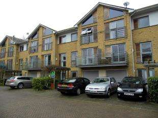 4 Bedrooms Terraced House for sale in Arundel Square, ., Maidstone, Kent