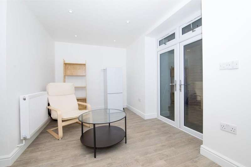 2 Bedrooms Apartment Flat for rent in New Cross Road
