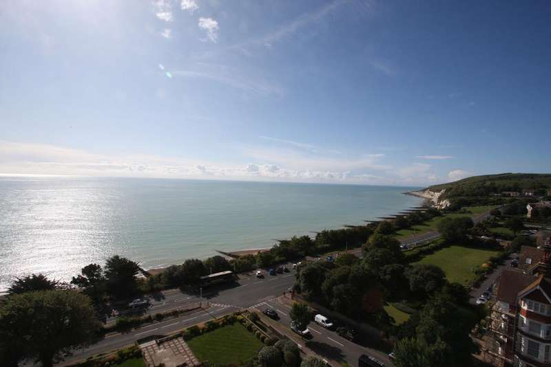 3 Bedrooms Apartment Flat for sale in Bolsover Road, Eastbourne BN20
