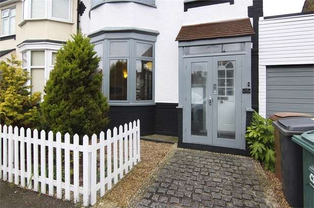 3 Bedrooms Semi Detached House for sale in Castleton Road, Walthamstow, London
