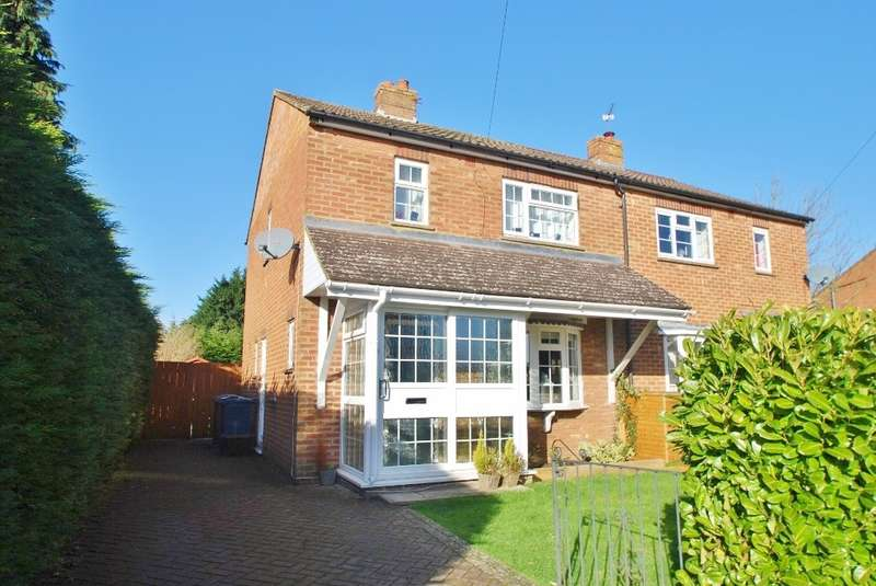 2 Bedrooms Semi Detached House for sale in Sandycroft Road, Little Chalfont, HP6