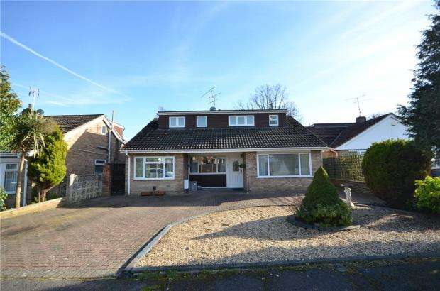 4 Bedrooms Detached House for sale in Ash Close, Blackwater, Surrey