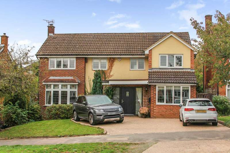 4 Bedrooms Detached House for sale in REFURBISHED 5 BED DETACHED WITH WESTERLY FACING GARDEN in Boxmoor HP1.